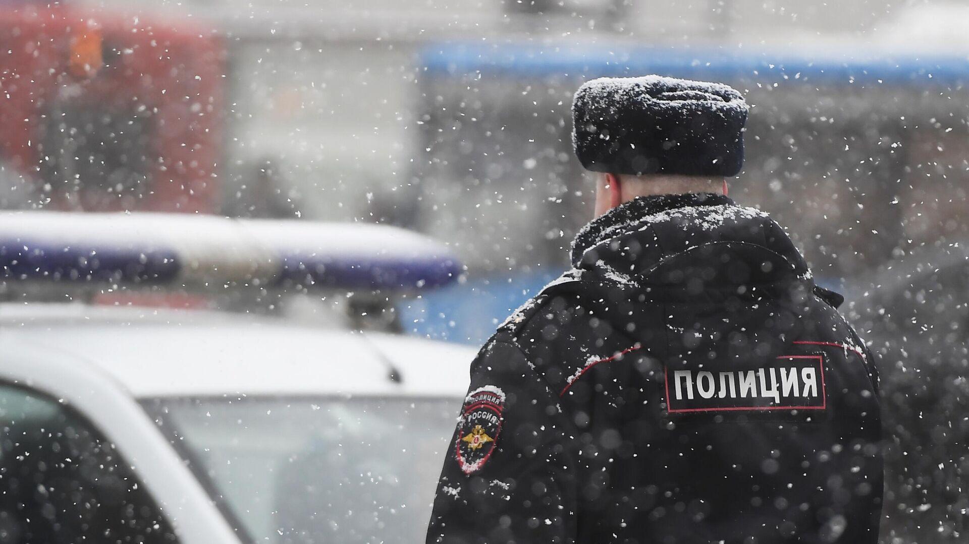 Сотрудник полиции на улице Москвы  - РИА Новости, 1920, 15.02.2021