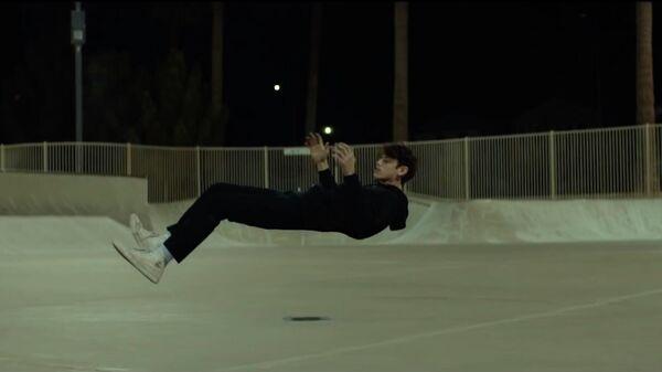 Стоп-кадр из клипа Sickness американской рок-группы Grey Daze