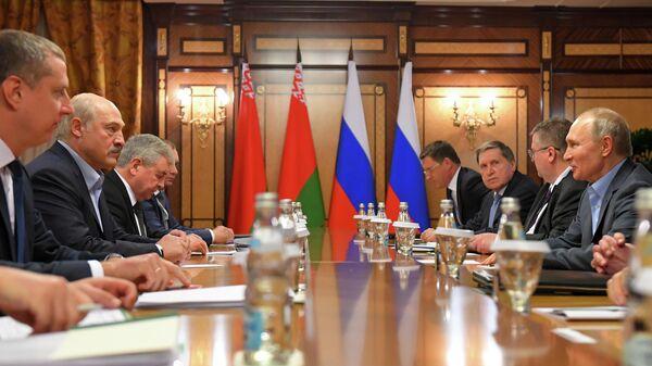 Президент РФ Владимир Путин во время встречи с президентом Белоруссии Александром Лукашенко