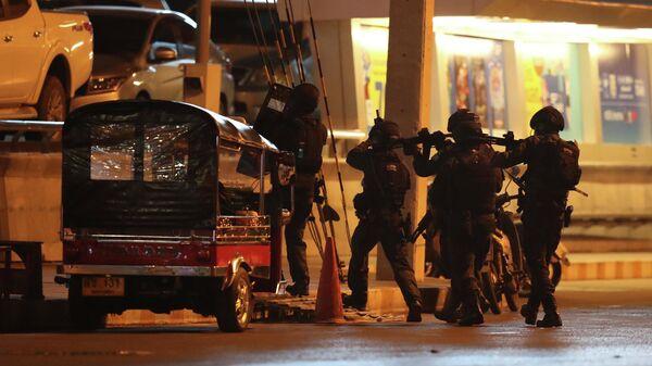 Спецназ в Таиланде около торгового центра, где произошла стрельба