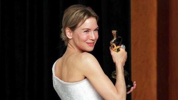 Актриса Рене Зеллвегер на церемонии вручения премии Оскар