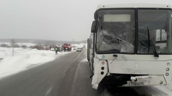 Один человек погиб в ДТП с автобусом в Пермском крае. 10 февраля 2020