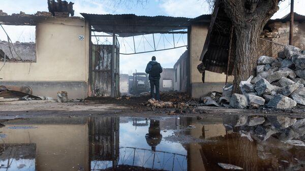 Разрушенные здания после поджогов в поселке Масанчи
