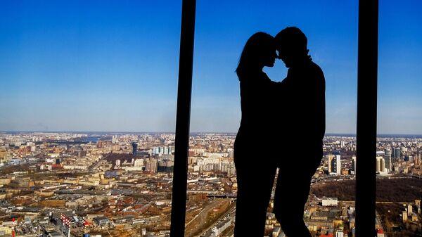 Посетители смотровой площадки PANORAMA360, расположенной на 89-м этаже башни Федерации международного делового центра Москва-Сити