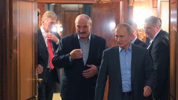 Президент Белоруссии Александр Лукашенко и президент РФ Владимир Путин во время встречи в Сочи