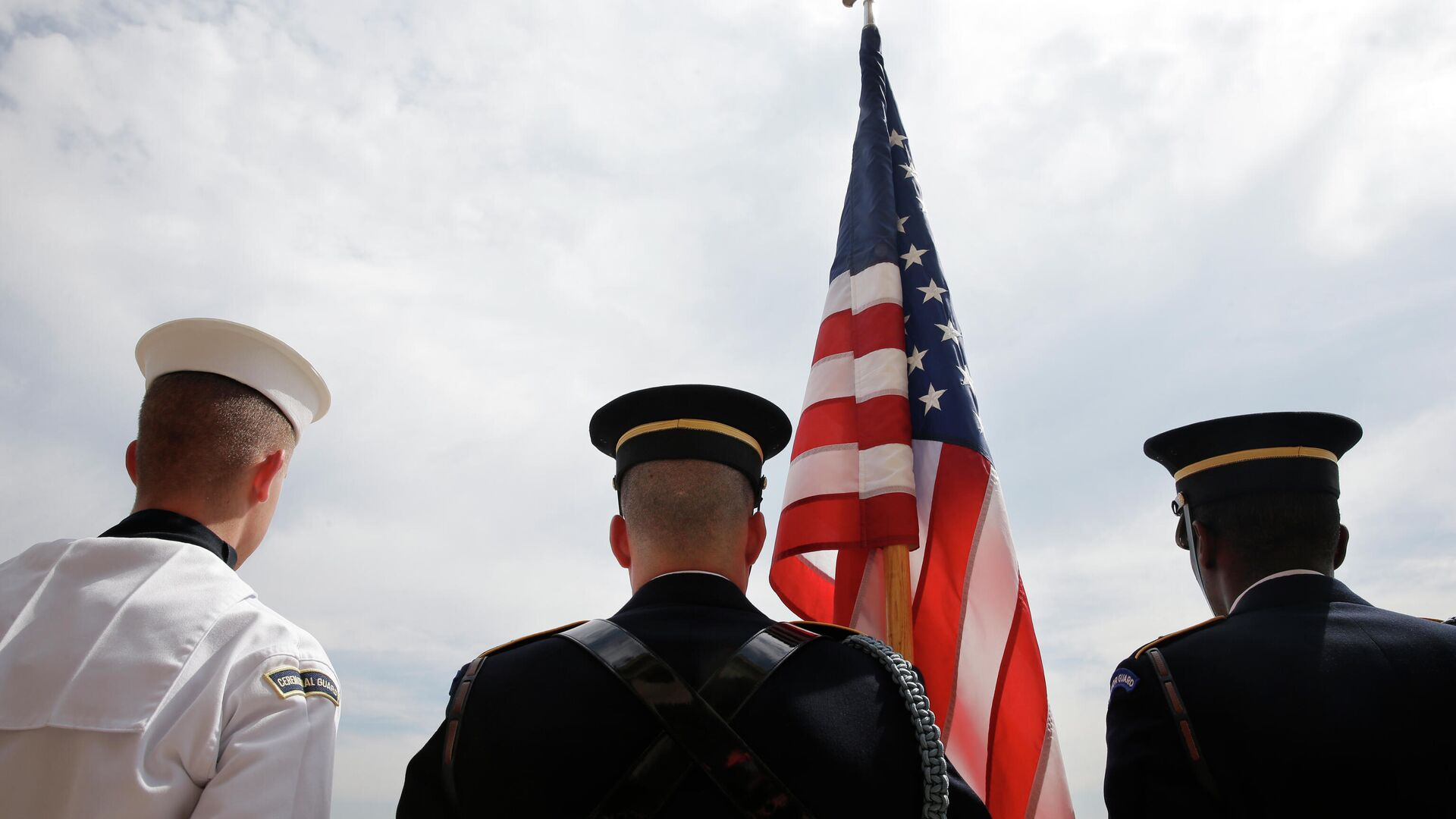 Почетный караул у здания Пентагона, где расположена Штаб-квартира Министерства обороны США - РИА Новости, 1920, 29.04.2021