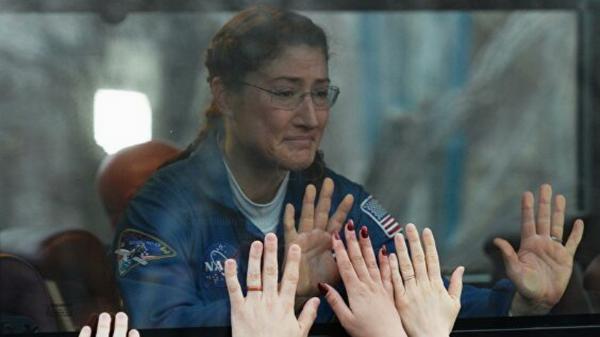 Астронавт НАСА показала, как ее встретила собака после возвращения из космоса