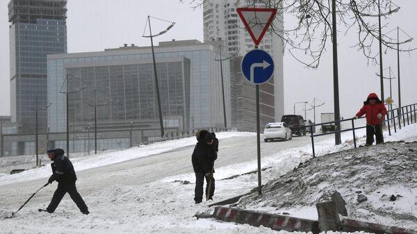 Последствия снегопада во Владивостоке. 17 февраля 2020