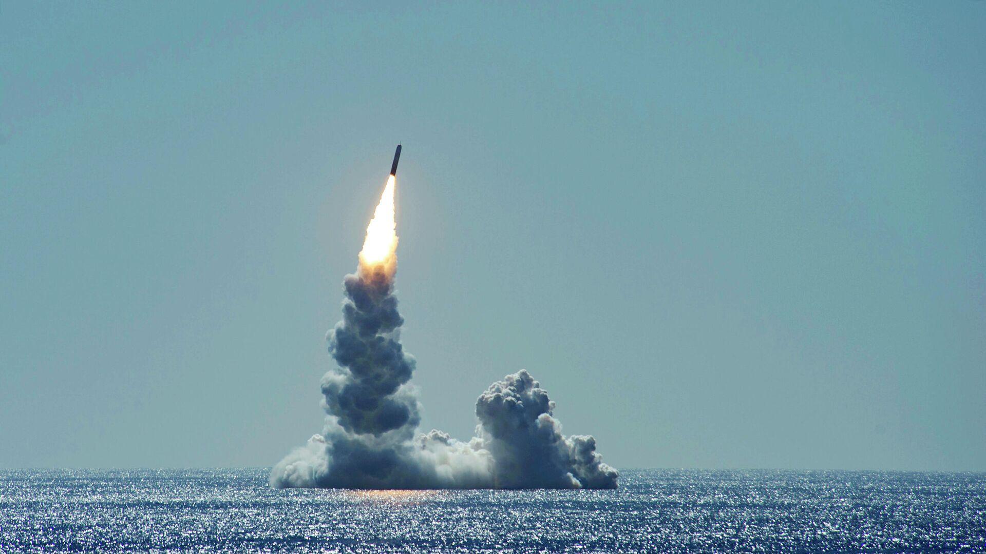 Запуск баллистической ракеты Trident II (D5LE) с подводной лодки USS Maine - РИА Новости, 1920, 03.09.2020