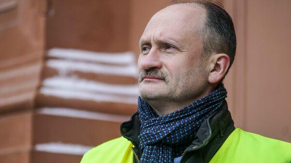Мирослав Митрофанов на акции протеста в Риге против социального и национального неравенства в Латвии