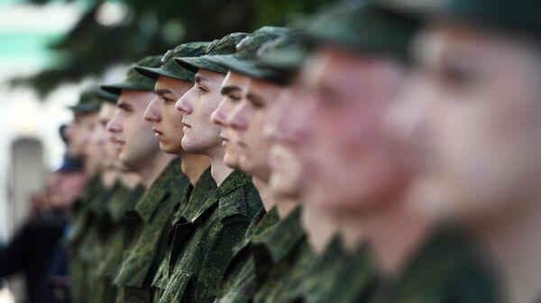 Призывники из Новосибирской области на железнодорожном вокзале перед отправкой на службу в Президентский полк