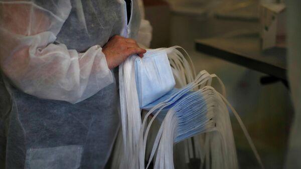 Производство медицинских масок в Сен-Бартелеми-д'Анжу во Франции