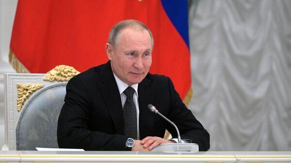 Президент РФ Владимир Путин во время встречи с рабочей группой по подготовке предложений о внесении поправок в Конституцию РФ
