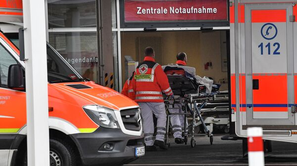 Скорая помощь у здания университетской больницы Дюссельдорфа