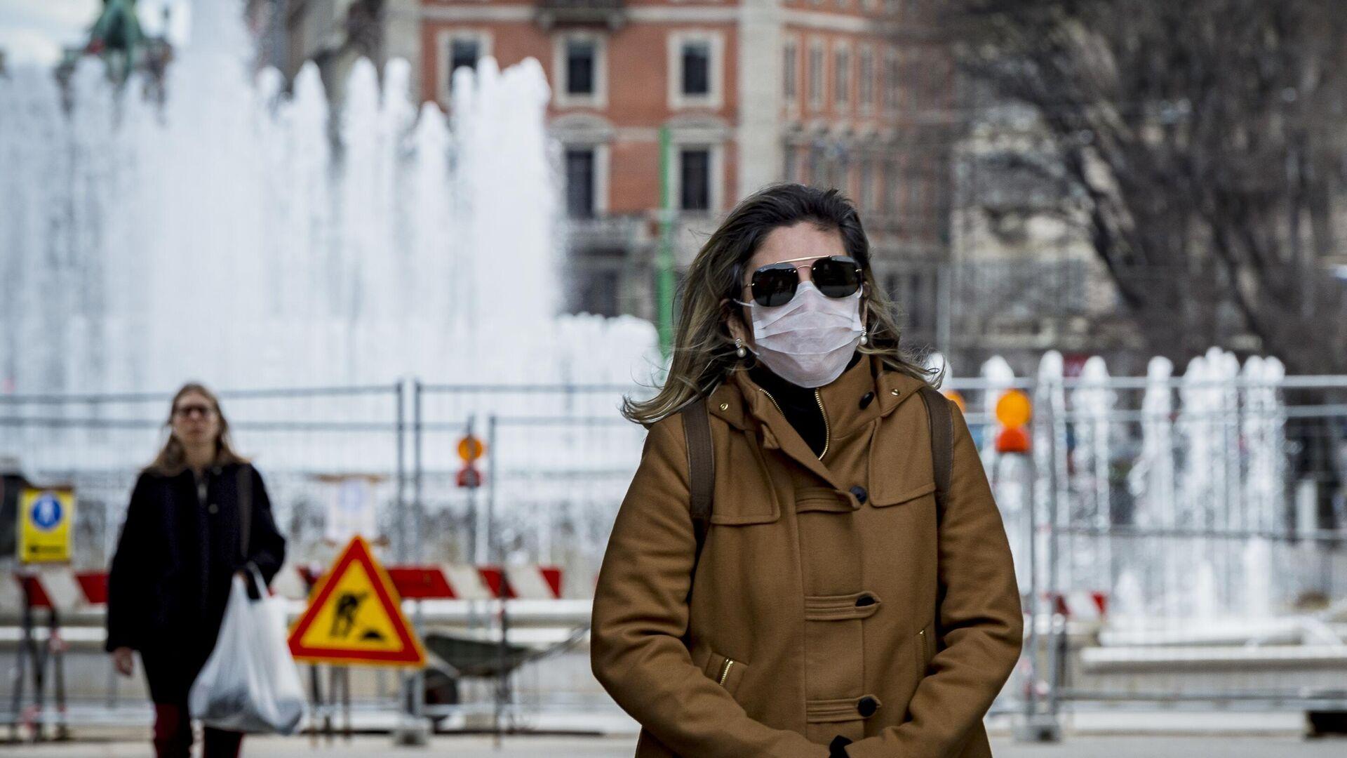 Женщина в маске в центре Милана - РИА Новости, 1920, 22.11.2020