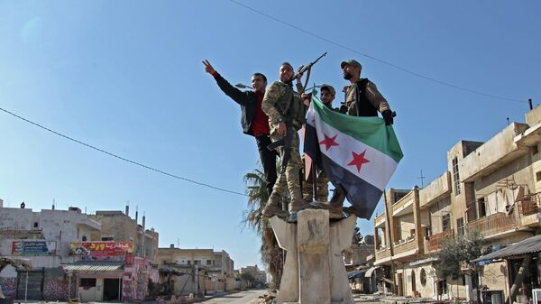 Поддерживаемые Турцией сирийские боевики в городе Серакиб в провинции Идлиб