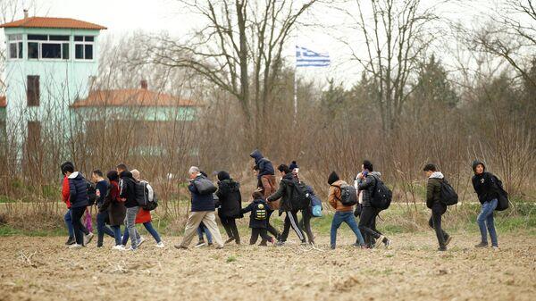Мигранты в районе турецкого пограничного перехода Пазаркуле на границе с Грецией