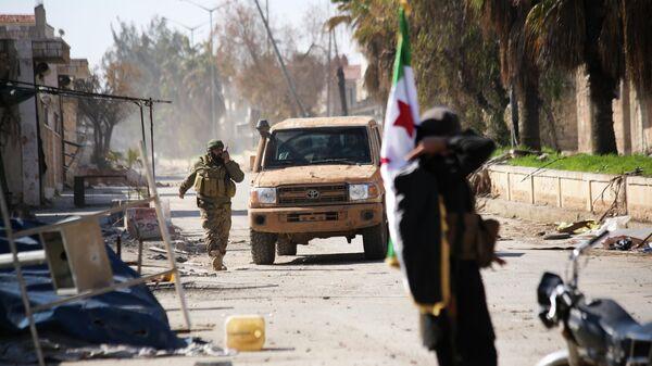 Поддерживаемые Турцией сирийские повстанцы в пригороде Саракеба в провинции Идлиб, Сирия