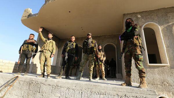Поддерживаемые Турцией сирийские повстанцы в пригороде Саракеба в провинции Идлиб, Сирия. 27 февраля 2020