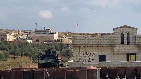 Блокпост турецкой армии на трассе Дамаск-Алеппо (М5) в провинции Идлиб в Сирии