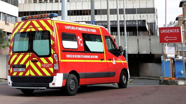 Скорая помощь у больницы Биша в Париже