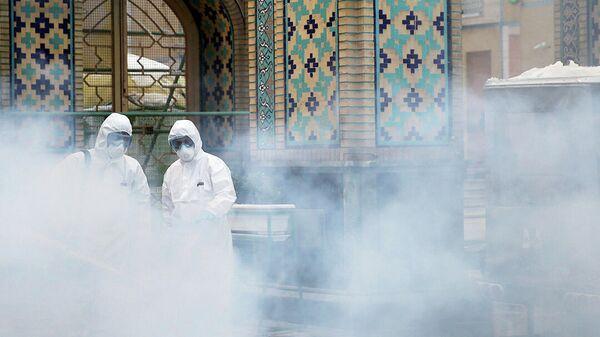 Дезинфекция мечети в городе Мешхед, Иран