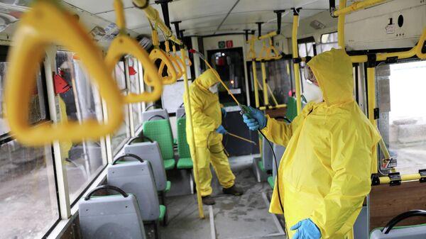 Дезинфекция пассажирского автобуса во Львове