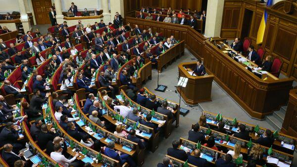 Президент Украины Владимир Зеленский выступает на внеочередном заседании Верховной рады Украины в Киеве