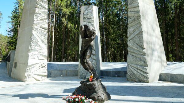 Скульптурная композиция Расстрел в Долине смерти – месте массовых захоронений жителей Смоленщины, ставших жертвами политических репресси