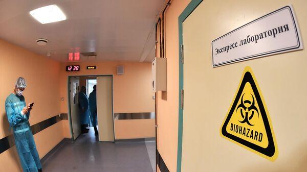 Отделение для людей с подозрением на коронавирус в Боткинской больнице в Санкт-Петербурге
