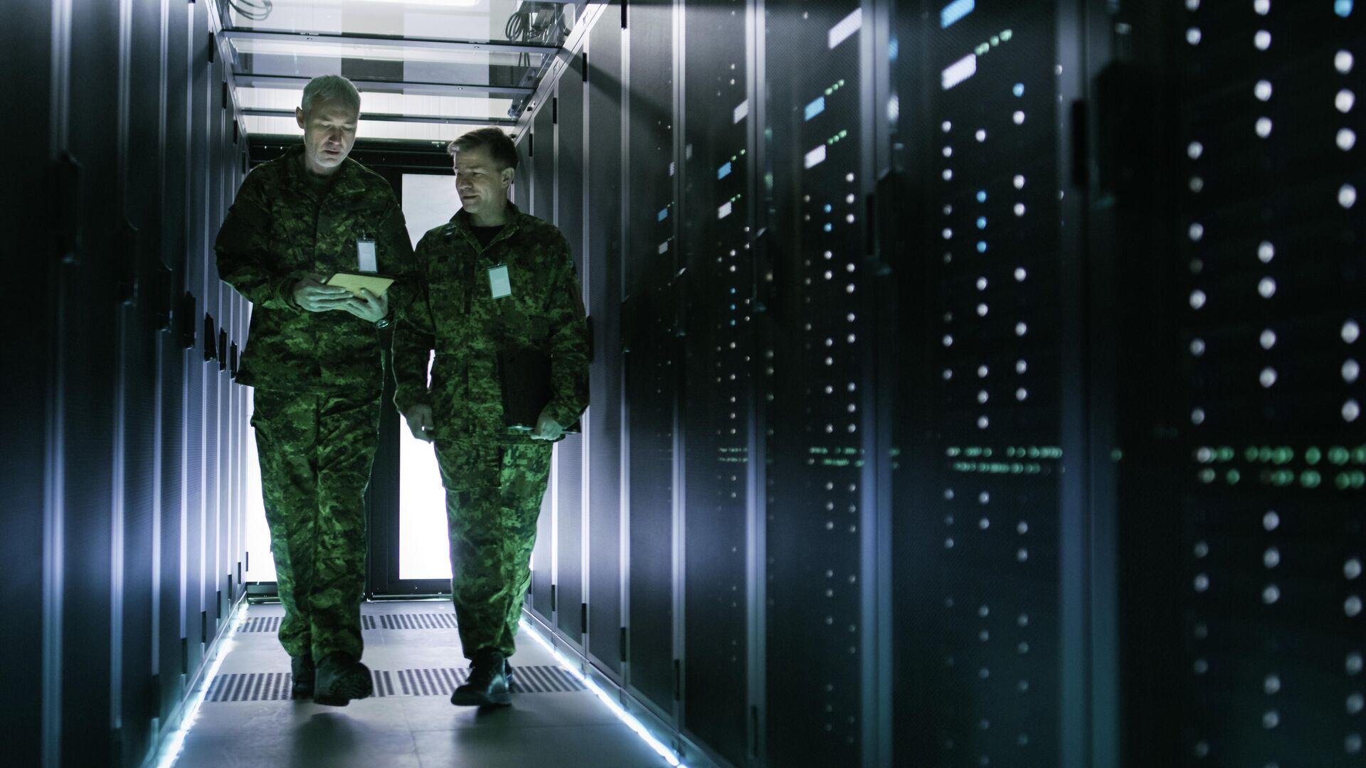 Военные в центре обработки данных - РИА Новости, 1920, 28.06.2021