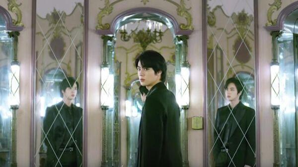 Кадр из видеоклипа Black Swan группы BTS