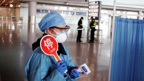 Станция контроля температуры в зале прилета в аэропорту Пекина