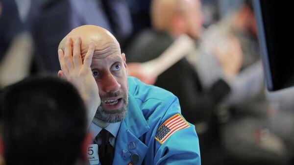Трейдер на площадке Нью-Йоркской фондовой биржи