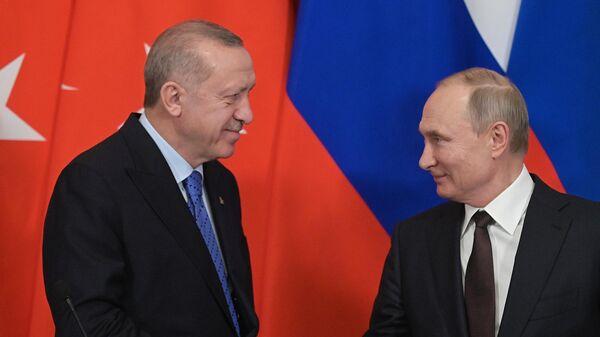 Президент РФ Владимир Путин и президент Турции Реджеп Тайип Эрдоган во время пресс-подхода