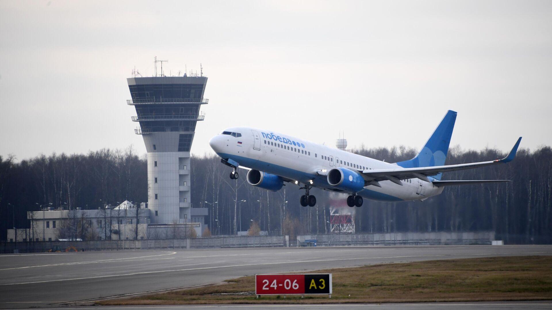 Самолет Boeing 737-800 авиакомпании Победа в международном аэропорту Внуково - РИА Новости, 1920, 05.02.2021
