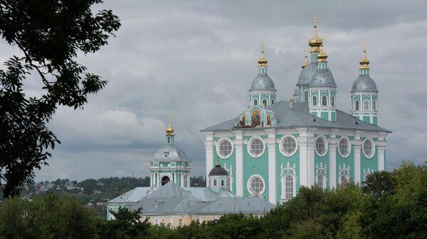 Вид на Успенский собор в Смоленске