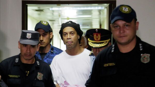 Роналдиньо в тюрьме