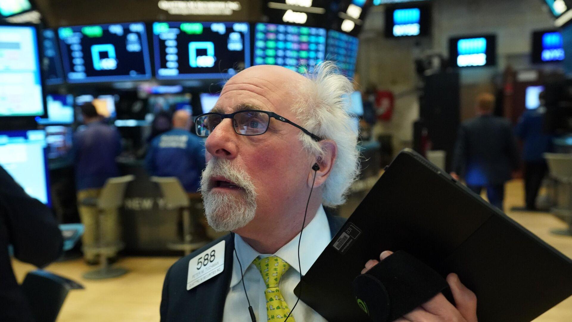 Трейдеры в момент закрытия торгов на Нью-Йоркской фондовой бирже - РИА Новости, 1920, 09.02.2021