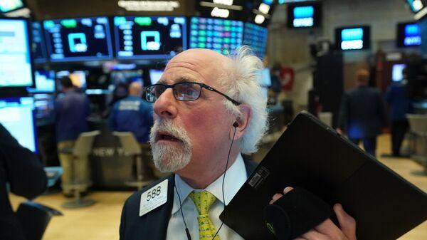 Трейдеры в момент закрытия торгов на Нью-Йоркской фондовой бирже