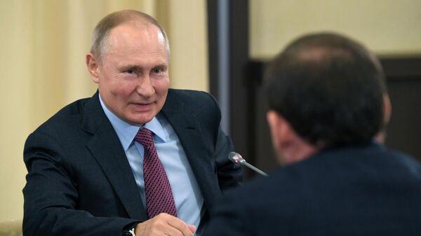 Президент РФ Владимир Путин во время встречи с инвесторами