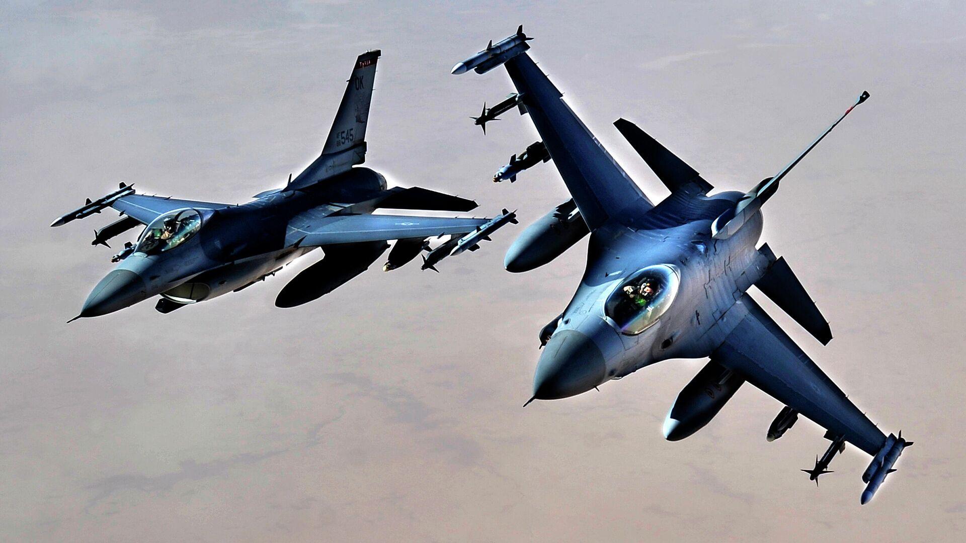 Истребители ВВС США F-16 над территорией Ирака - РИА Новости, 1920, 28.06.2021