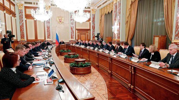 Председатель правительства РФ Михаил Мишустин проводит совещание с членами кабинета министров