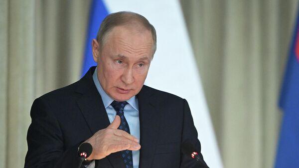 Президент РФ Владимир Путин выступает на расширенном заседании коллегии Генеральной прокуратуры РФ