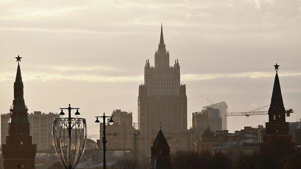 Московский Кремль и здание Министерства иностранных дел РФ