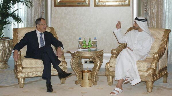 Министр иностранных дел России Сергей Лавров (слева) на встрече с министром иностранных дел ОАЭ шейхом Абдаллой Бен Заидом Аль Нахайяном. Абу-Даби