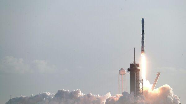 Пуск ракеты Falcon 9 SpaceX на мысе Канаверал