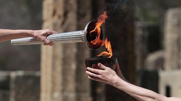 Церемония зажжения олимпийского огня в Олимпии