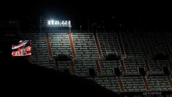 Пустые трибуны стадиона в Валенсии
