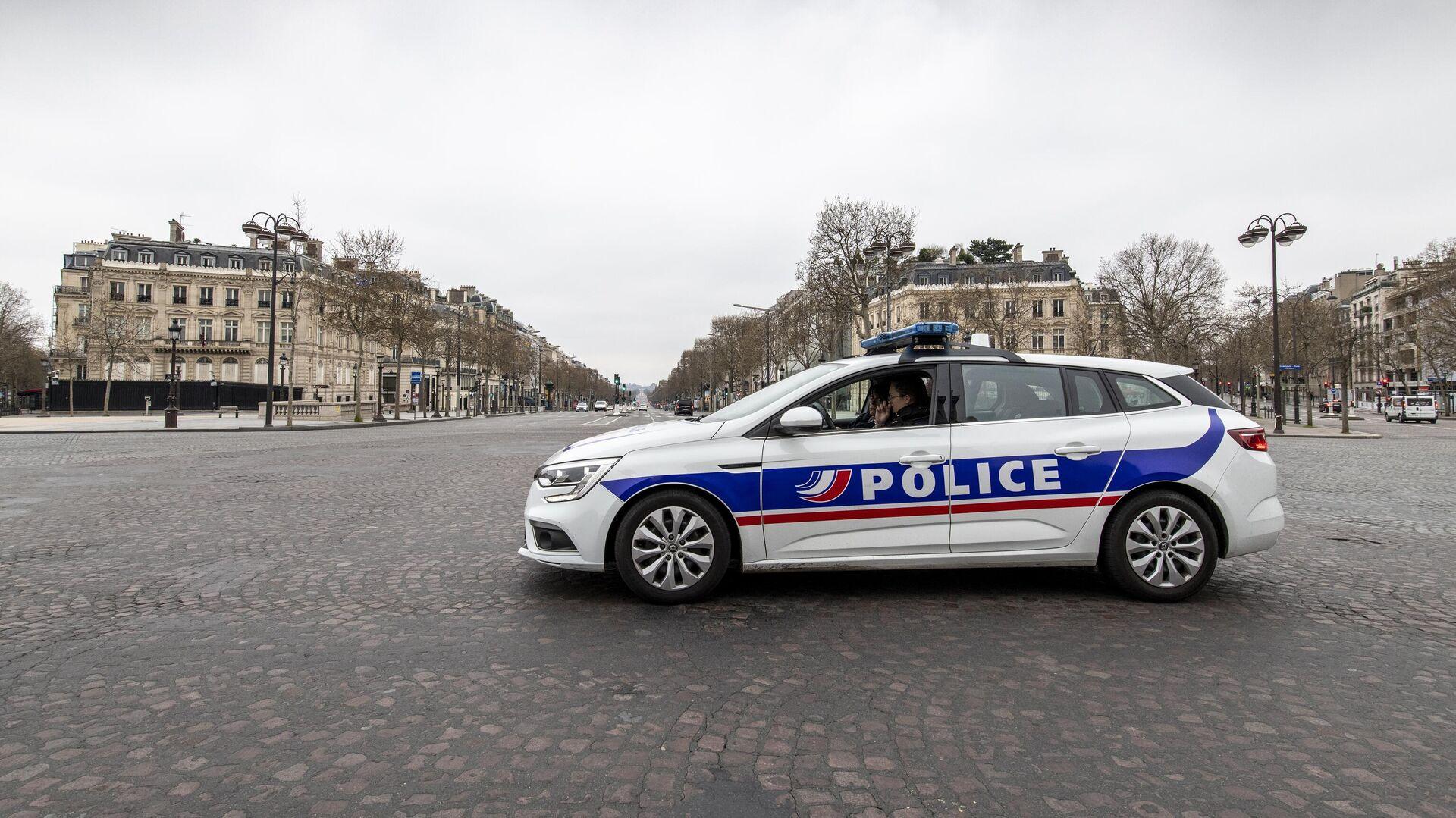 Автомобиль полиции на безлюдной улице в Париже - РИА Новости, 1920, 28.10.2020
